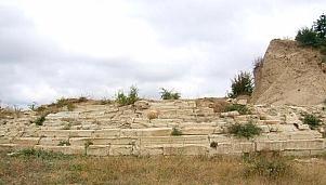Step-like stone construction at Golyamata Mogila (The Big Mound), village of Svirachi