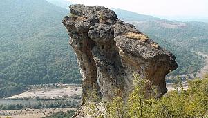 Thracian Rock Niches - Hambarkaya, village of Gorno Pole