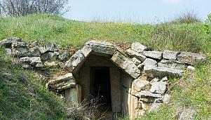 The Tomb in Elafohori